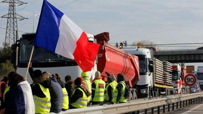 Gobierno, francés, subida, impuestos, carburantes, renuncia,