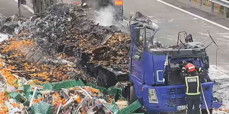 accidente, entre, dos camiones, camionero, herido, sucesos, sociedad,