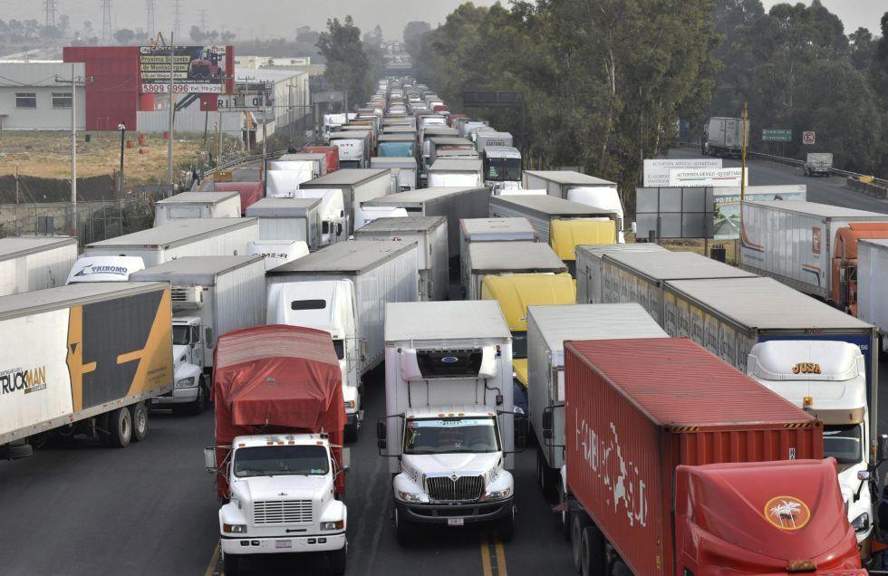 """El """"perico"""", la droga con la que aguantan 24 horas conduciendo los camioneros mexicanos"""