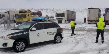 cortado, tráfico, camiones, A-57, Aguilar de Campoo, actualidad carreteras, seguridad vial, Guardia Civil,