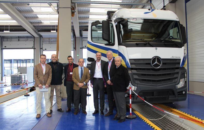 Mercedes-Benz Trucks visita sus talleres especializados en ...