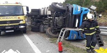 heridos, camionero, menor, vuelco, camión, A-8,