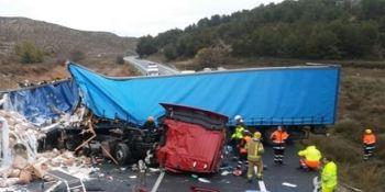 fallecen, dos, camioneros, colisión, frontal, N-II,