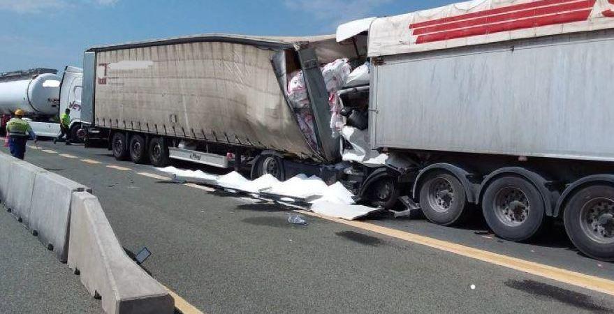 fallece, camionero, colisión, camiones, N-232,