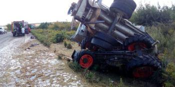 fallecido, herido, grave, colisión, camión, tractor,
