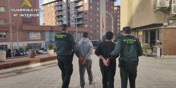 detenidos, dos, camioneros, sorprendidos, robando, mercancía,