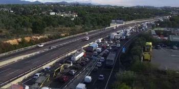 colisión, múltiple, A-7, retenciones, kilómetros, sentido, Barcelona,