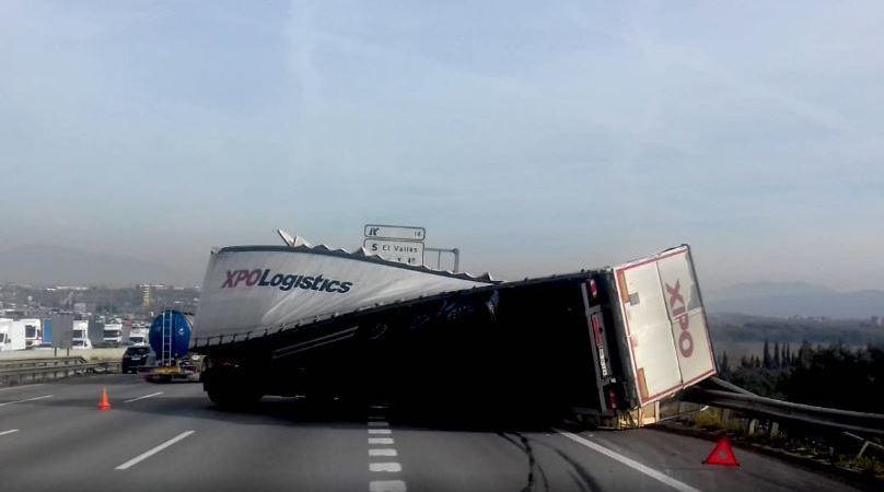 accidente, vuelco, camión, Ap-7.