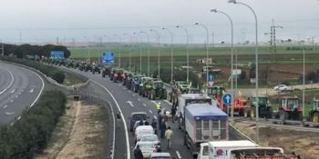 agricultores, Huelva, A-49, tractores, personas,