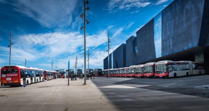 Barcelona, primera, ciudad europea, buses, articulados, gas,