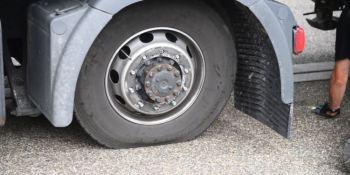 fallece, camionero, golpeado, rueda, desprendió, camion.