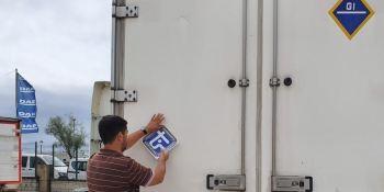 Asetrans pegará 6.000 adhesivos en sus vehículos como un signo de seguridad condianza y profesionalidad ante el intrusismo