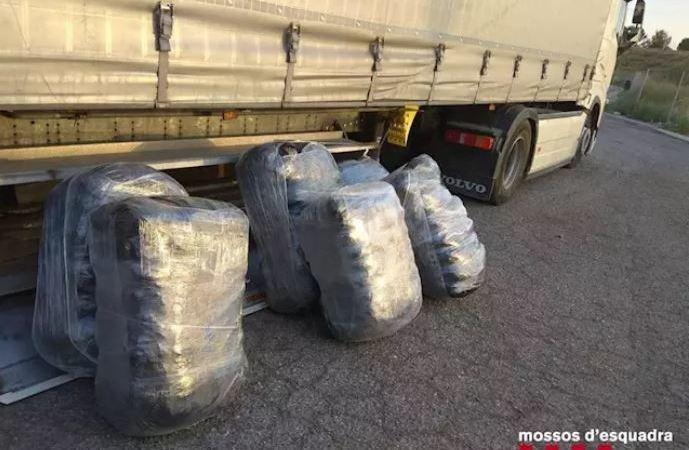 Detenido un camionero tras localizar 220 kilos de marihuana