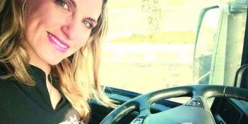"""Ana Baptista: """"Ser mujer camionera es un reto difícil en un mundo de hombres"""""""