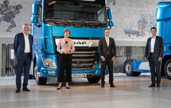 El presidente de VNO-NCW Brabant Zeeland, visita DAF Trucks en Eindhoven