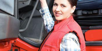 Escasez de conductores de camiones: Las mujeres al rescate