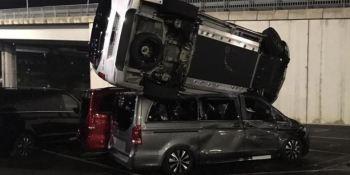 Detenido en Vitoria por arremeter con una excavadora contra 50 furgonetas de la Mercedes