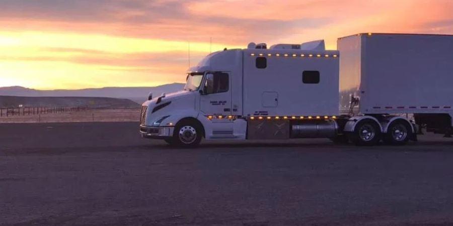 Los camioneros de EE.UU. superan la falta de infraestructura con casas reales sobre ruedas. Fotos