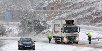 Unos 2.000 camiones inmovilizados en áreas de servicio catalanas