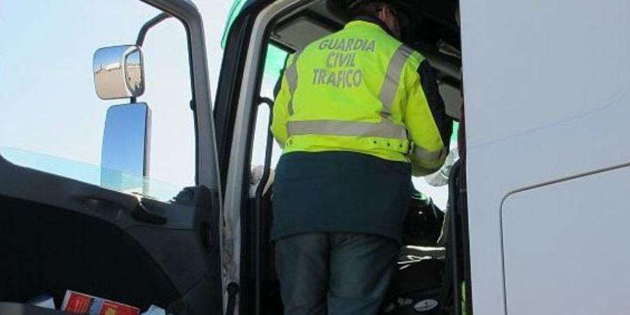 Investigado un matrimonio que intercambiaba las tarjetas del tacógrafo del camión