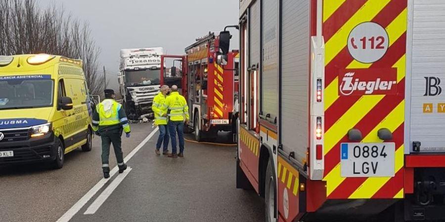 Un fallecido y un herido en la colisión frontal entre un turismo y un camión en la N-623