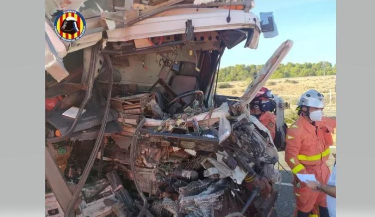 Rescatado un camionero atrapado y herido tras un accidente en la A-35
