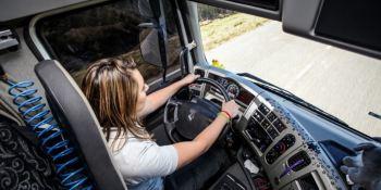 EE.UU. prepara un proyecto de ley para que haya más mujeres camioneras