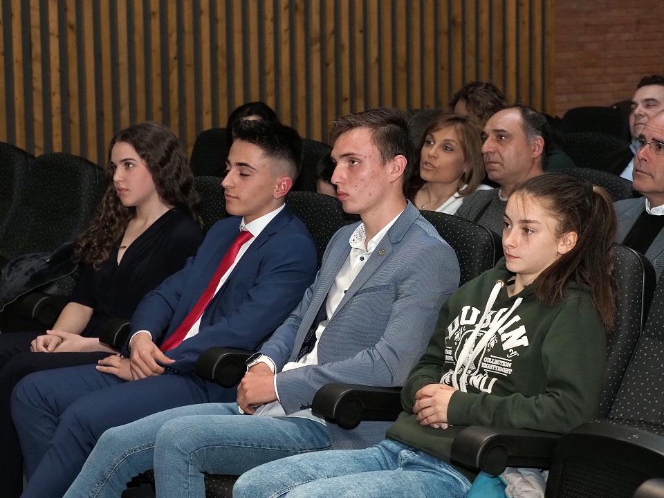 Los cuatro nominados al Premio Joven Promesa-2019, Vanessa Gómez, Manuel Delgado, Marcos Caballero e Iziar Martínez, en primera fila.M. G. E.