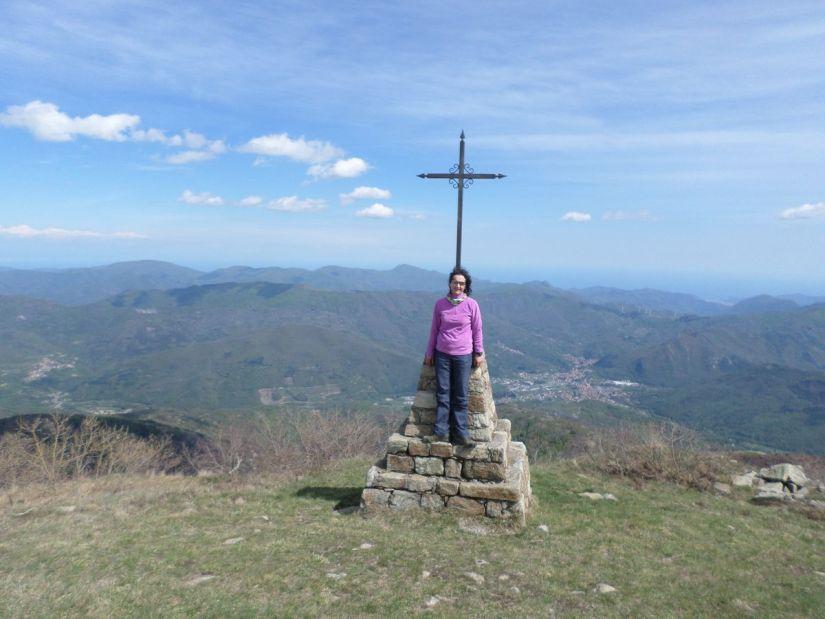 dalla cima del Bric Mindino ben visibili Garessio e il Mar Ligure