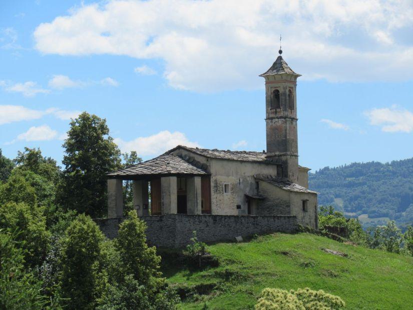 cappella della Santa Trinità vista dalla Panchina Gigante