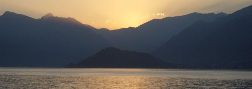 tramonto sul lago di Como a Bellagio