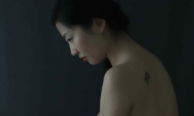 Las sombras y la impermanencia en la fotografía de Sensi Lorente