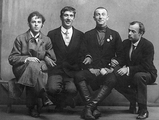 Mandelstam, Chukovsky,Livshits y Annenkov. Fotografía de Karl Bulla