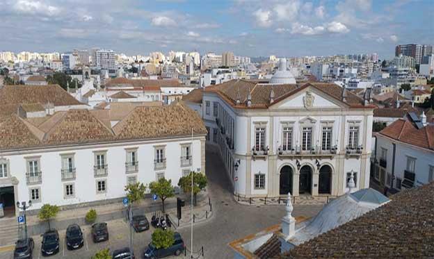 Reportaje sobre Faro, puerta sur de Portugal de la crítica de arte Melinda Miceli