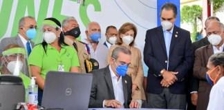 Luis Abinader encabeza afiliación de 2 millones de dominicanos a SENASA