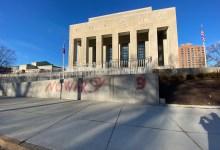 Photo of Memorial de los Soldados vandalizado con graffiti