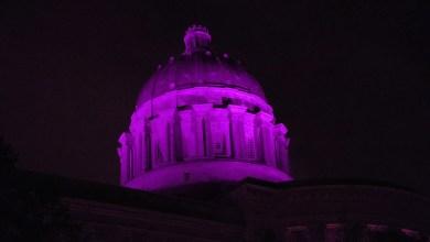Photo of Gobernador Parson ordena Iluminar Capitolio en reconocimiento al Día de Conciencia del Alzheimer