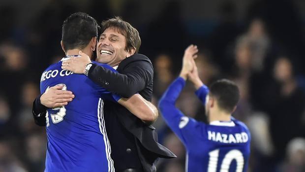 Antonio Conte esulta dopo la vittoria del Chelsea