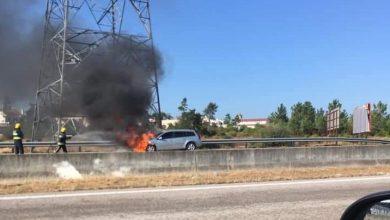 Photo of Carro em chamas na A2 em Quinta do Conde