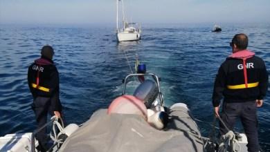 Photo of GNR resgatou dois tripulantes em embarcação abalroada por orcas ao largo de Sines