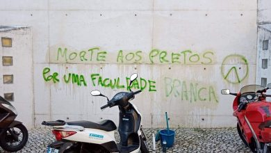 Photo of Universidade Católica, ISCTE e várias escolas acordaram com mensagens racistas