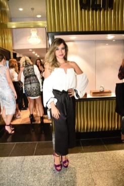 Sapatos 3. Monallysa Borges prestigiou a UZA Shoes