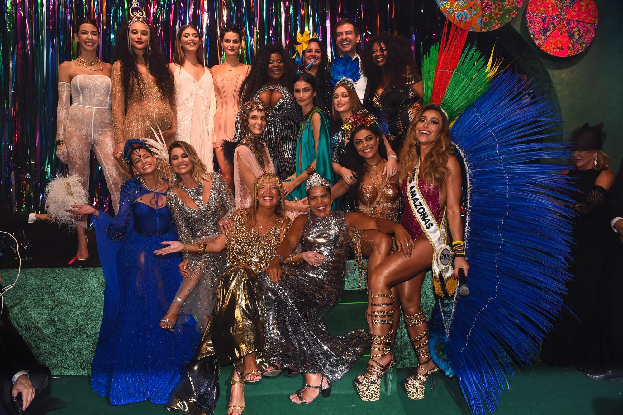 434181901 O Baile da Vogue, tornou-se, literalmente, um dos mais importantes  acontecimentos do Brasil. Todo ano a disputa por um convite para fazer para  do evento é ...