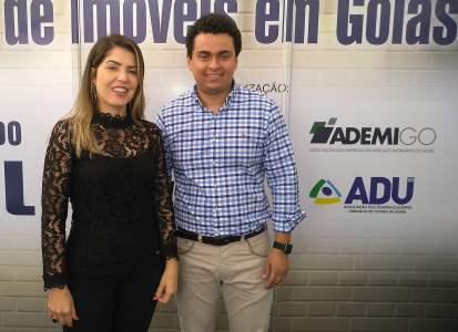 À direita a superintendente de habitação da Caixa, Esteliana Modesto Fonseca, e à direita o superintendente do Secovi Goiás, Francisco Lopes (Foto: Willian Alves)