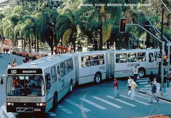 A geração do Torino 1989 entra na era dos biarticulados para grande capacidade de passageiros. Biarticulado sobre chassi Volvo B58