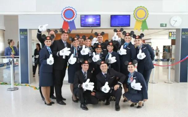 Disney World realiza ações promocionais no voo inaugural da Azul para Orlando