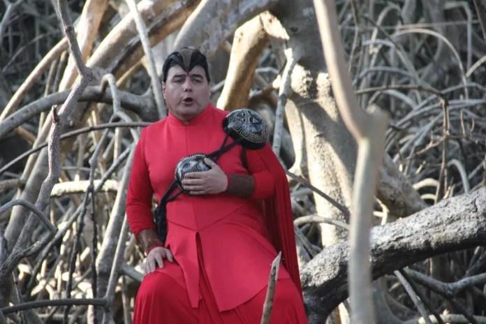 O tenor gaúcho Juremir Vieira já fez espetáculos grandiosos ao ar livre, como, por exemplo, no entorno do Teatro Amazonas, mas não dentro da floresta