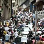 Compras na 25 de Março, em São Paulo, podem movimentar R$ 300 milhões de reais por dia