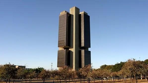 Instituições financeiras projetam queda da economia no ano para 3,45%