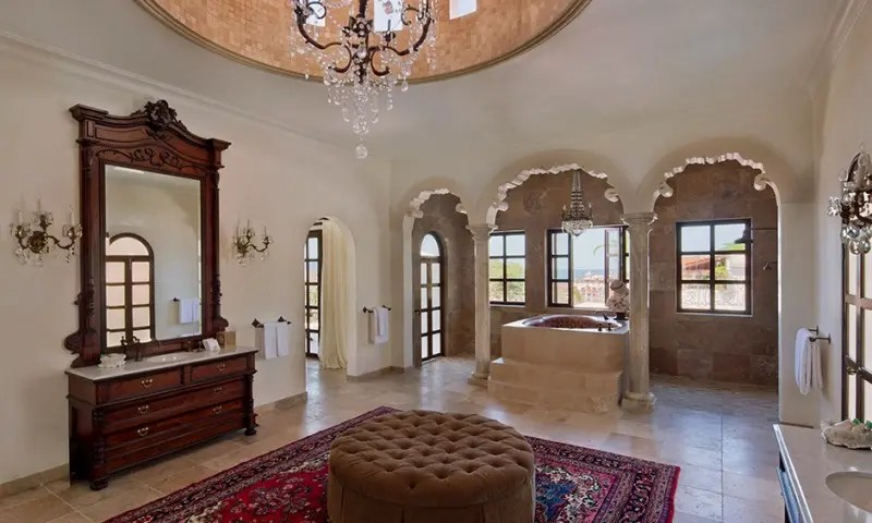 Elizabeth Taylor Suite e a banheira em formato de coração